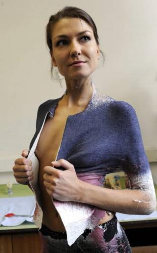 maglietta-che-si-spruzza-addosso-81