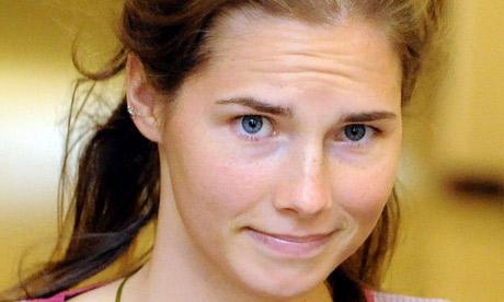 Amanda Knox sguardo furbetto