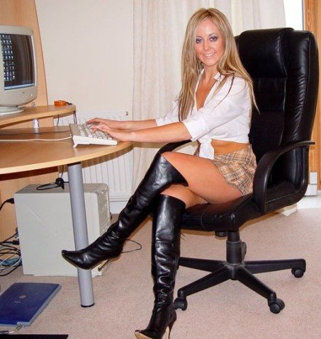 Donna_al_computer
