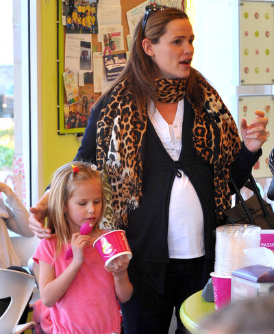 Jennifer Garner and violet ice cream santa monica