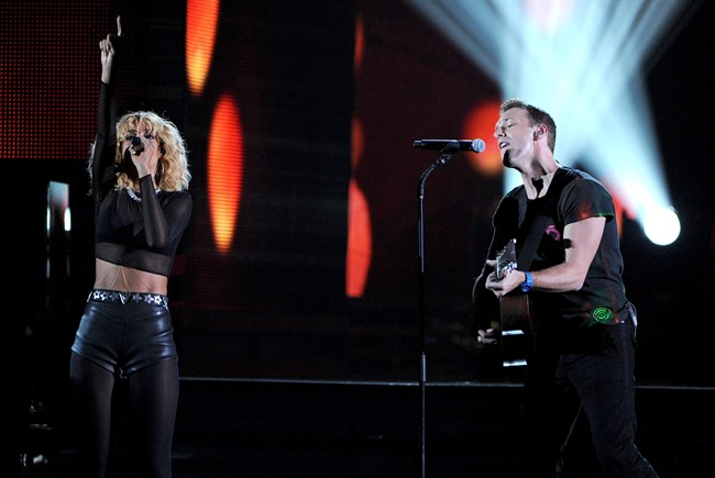 chris-martin-rihanna