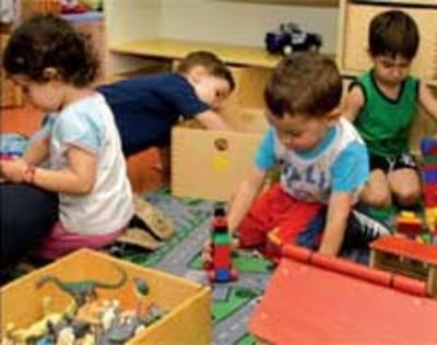 maestra asilo violenza bambini