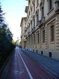 200px-Viale_Spartaco_Lavagnini_(Firenze)_17