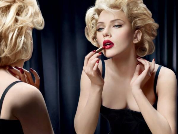 scarlett-johansson-dolce-gabbana-lipstick-600x450