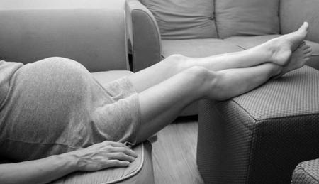 Gambe gonfie in gravidanza, i rimedi omeopatici