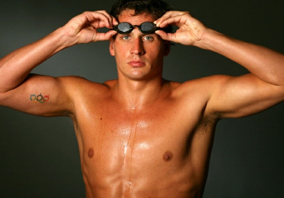 ryan-lochte-shirtless-07062012-13-580x435