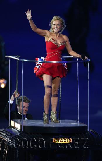 spice-girls-reunion-london-olympic-closing-ceremonies-fashion-7.pbbig