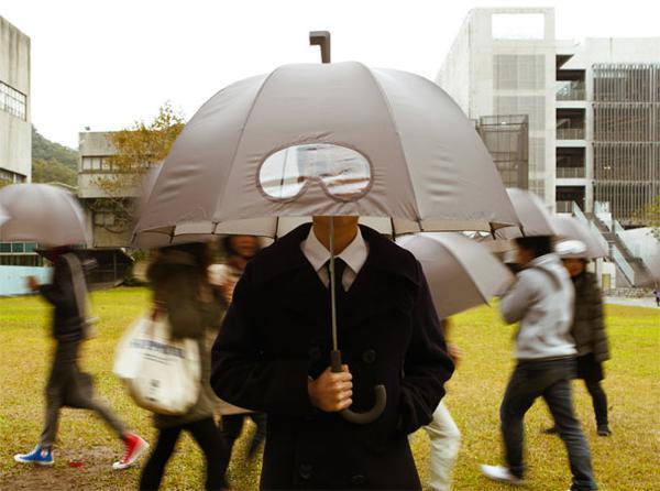 uomo con l'ombrello