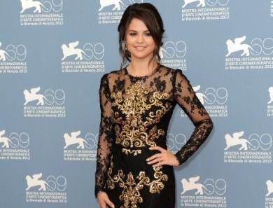 Venezia 2012, tutti pazzi per Selena Gomez e Vanessa Hudgens