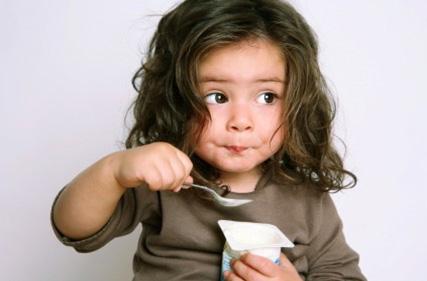 Allergie alimentari nei bambini, i sintomi e come curarle