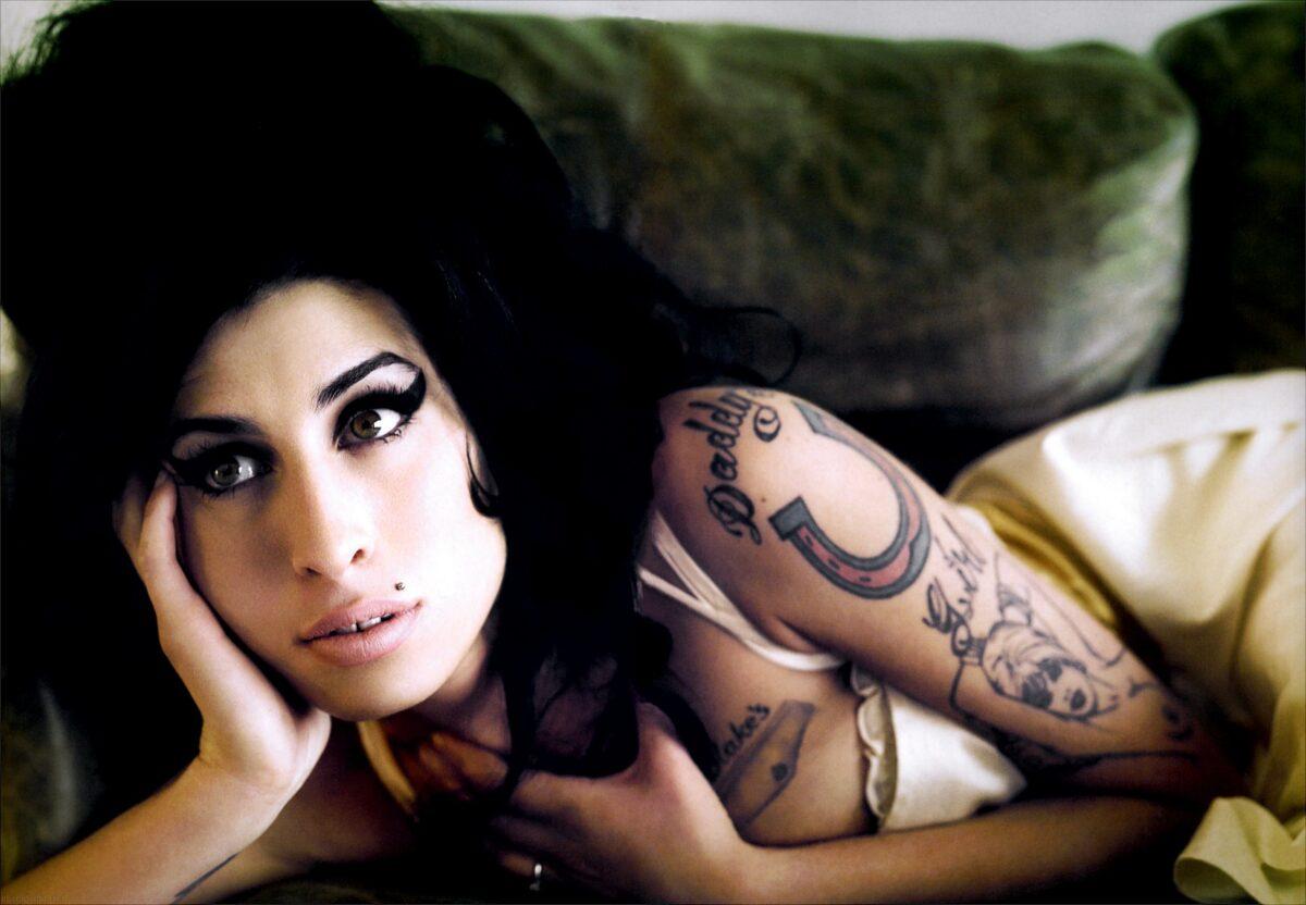 Amy Winehouse Nua amy winehouse: un profumo, un documentario e una strada in