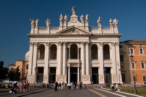 800px-Basilica_di_San_Giovanni_in_Laterano_-_Facade