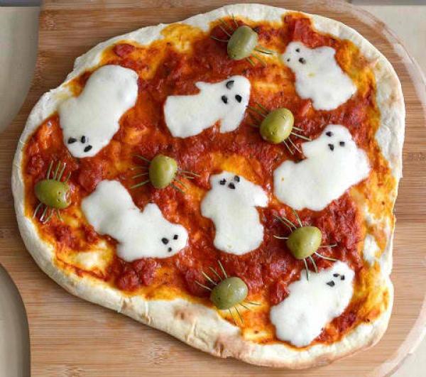 Pizza con il fantasmini per Halloween