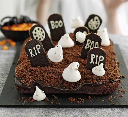 Torta cimitero per Halloween da leccarsi i baffi!