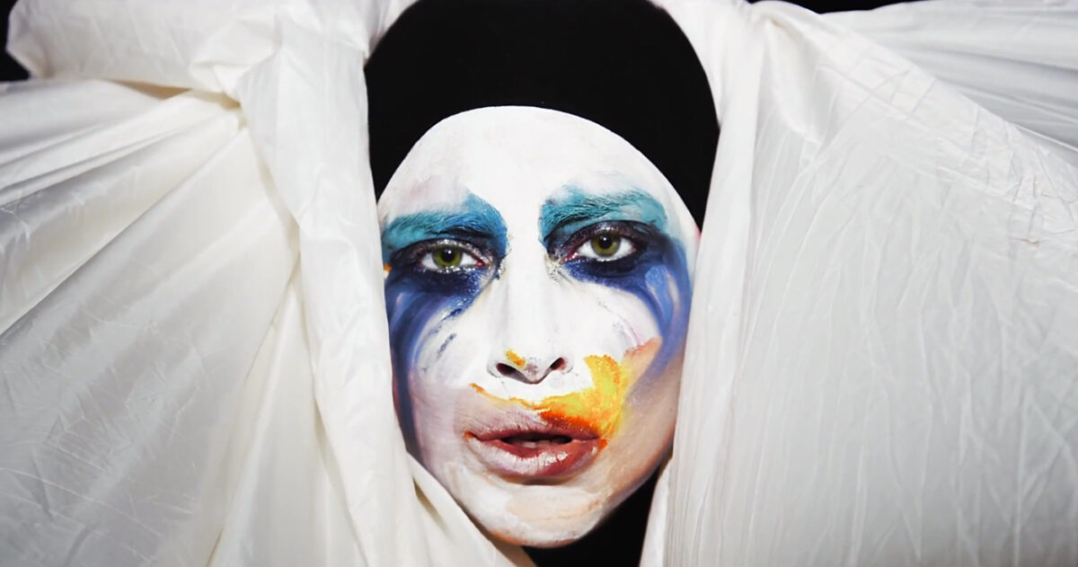 lady_gaga_applause_1