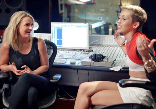 Miley Cyrus e Britney Spears cantano insieme SMS