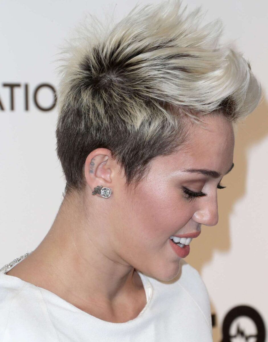 Miley-Cyrus-2013-Elton-John-AIDS-Foundation-Academy-Awards-Party-06