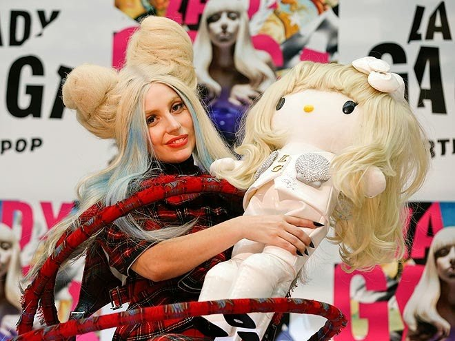 Lady Gaga e le bambole gonfiabili...