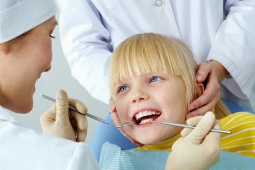 Paura del dentista, come aiutare i bambini