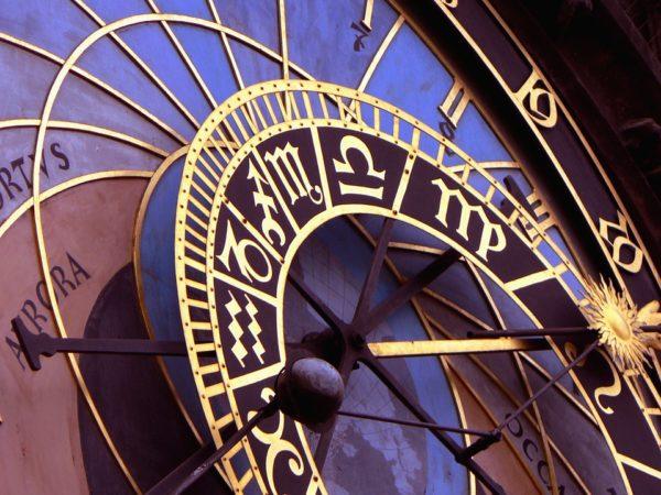 clock-1096054-960-720
