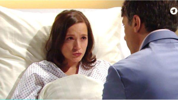 Eva-e-Robert-in-ospedale-Tempesta-damore-©-ARD-Screenshot-1280×720