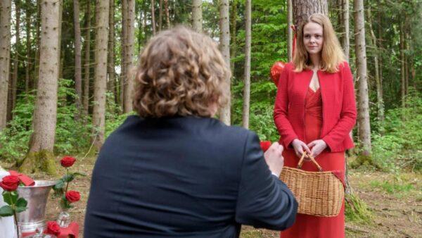 Bela-chiede-a-Lucy-di-sposarloTempesta-damore-©-ARD-Christof-Arnold-1024×576