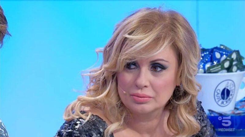 """Tina Cipollari, dichiarazione shock: """"Sono felicemente single"""""""