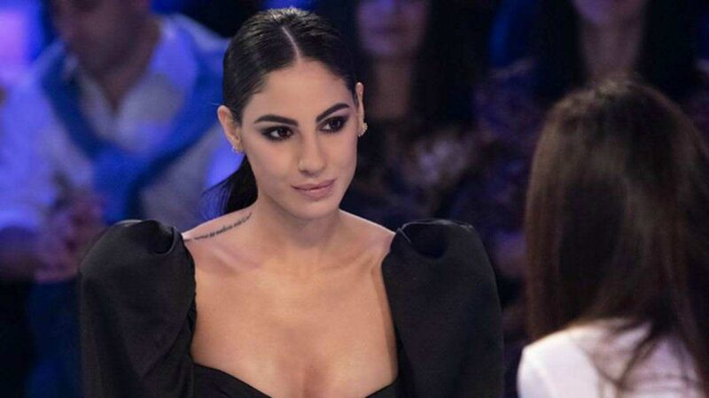 Giulia De Lellis disperata: Carlo l'ha tradita?