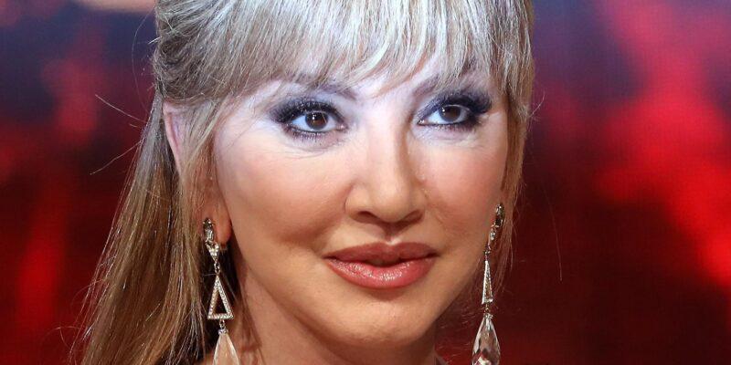 """Milly Carlucci rivela le maschere de """"Il Cantante Mascherato"""""""
