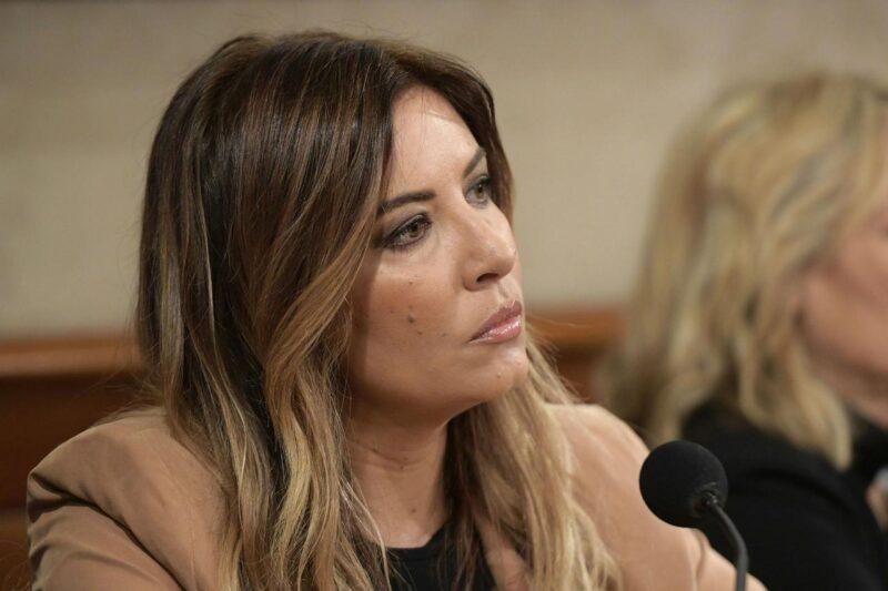 """Selvaggia Lucarelli, duro attacco a Salvini: """"Il solito pagliaccio"""""""