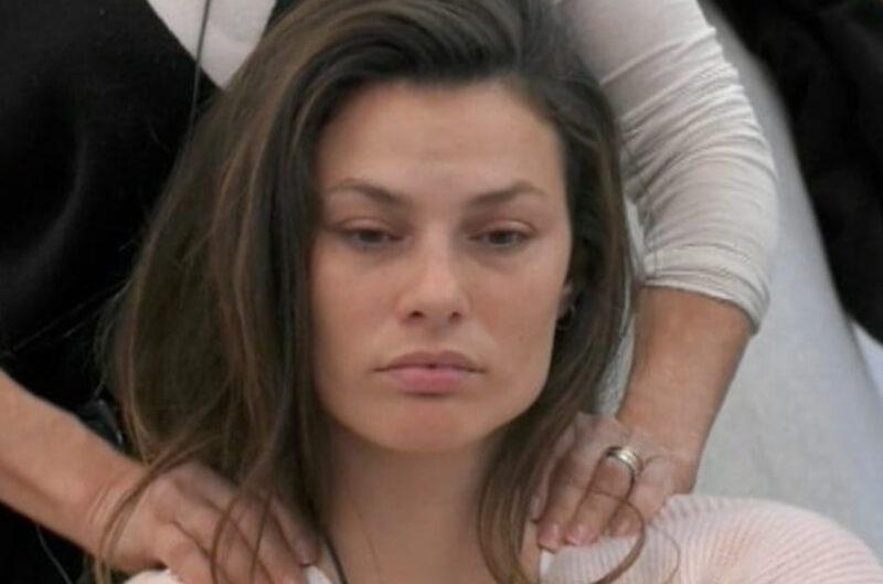 """GF Vip, Dayane confortata da Signorini: """"Mi ha fatto bene"""""""
