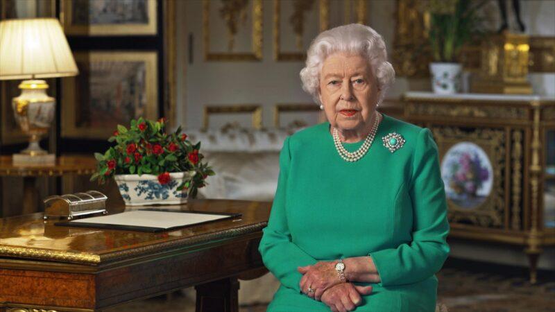 Reali: La Regina Elisabetta invita alla vaccinazione