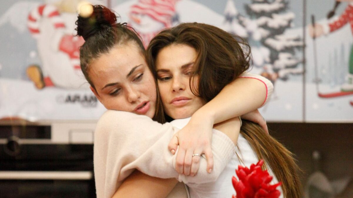 adua-del-vesco-abbraccia-dayane-mello