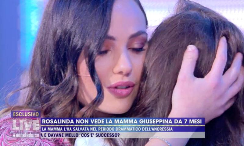 Live Non è la d'Urso: Rosalinda riabbraccia la madre dopo 7 mesi
