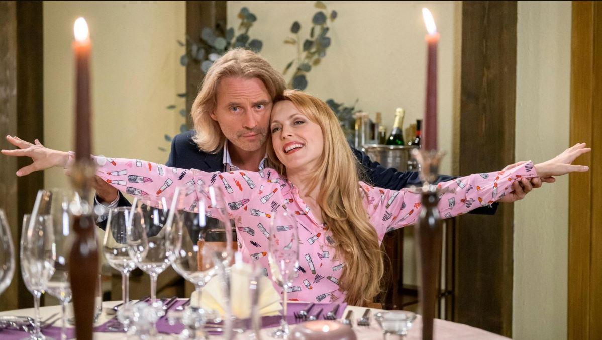 Michael-e-Rosalie-vivono-una-cena-a-tema-Titanic-Tempesta-damore-©-ARD-Christof-Arnold
