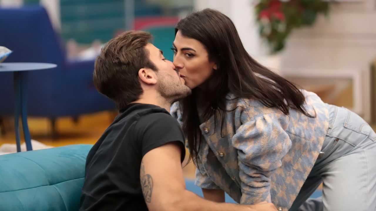 giulia-salemi-e-pierpaolo-pretelli-bacio-nuovo